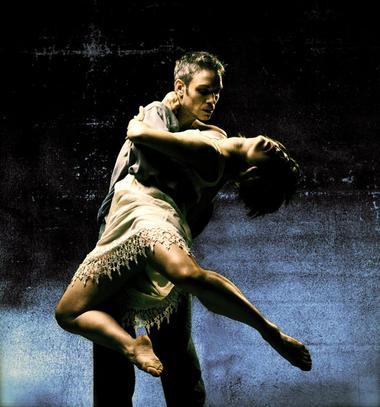 Karl Sullivan & Joanna Fong in 'Elegy'(2001)©Sheila Rock
